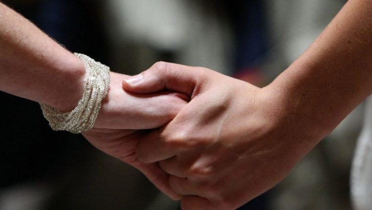 A partir de este miércoles, los hombres que tengan sexo con otros hombres en Brunéi se enfrentan a la pena de muerte por lapidación.