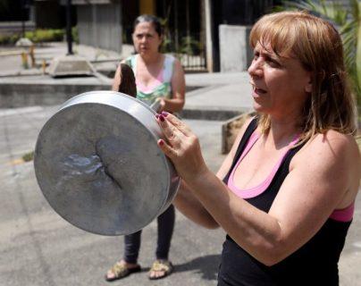 Venezuela, donde los ciudadanos protestan contra la falta de servicios básicos como la electricidad, encabeza la lista de los países más desdichados.
