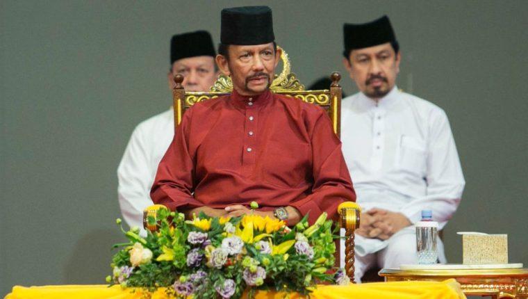 El sultán de Brunéi impulsa una aplicación más estricta de la sharia.