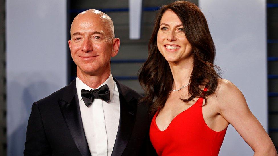 La pareja, con cuatro hijos, estuvo junta desde que Bezos fundó Amazon en 1994.