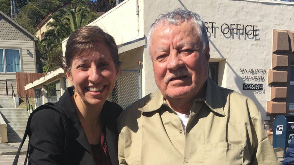 Cristina Bordé junto a Vicente Benavides, poco antes de que el segundo recuperara su libertad.