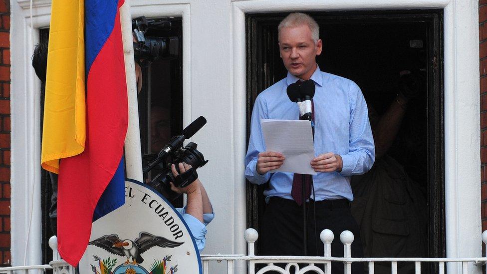 Julian Assange pidió asilo en la embajada de Ecuador en Londres en 2012. (GETTY IMAGES)