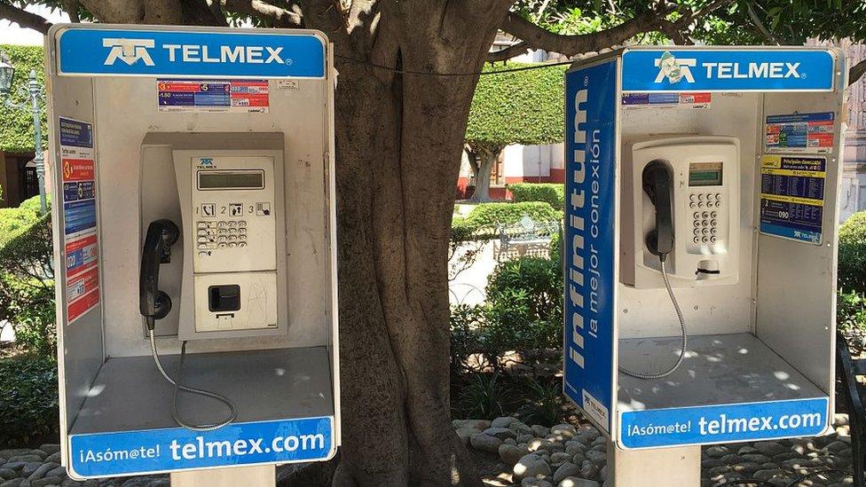 Teléfonos de México, propiedad de Carlos Slim, posee la red de comunicación fija más extensa del país. (GETTY IMAGES)
