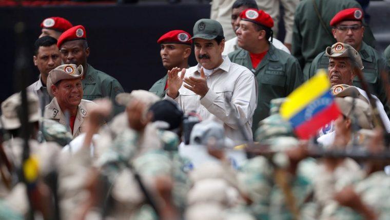 Maduro también pidió a la milicia que se dedique a la producción de alimentos en la agricultura. REUTERS