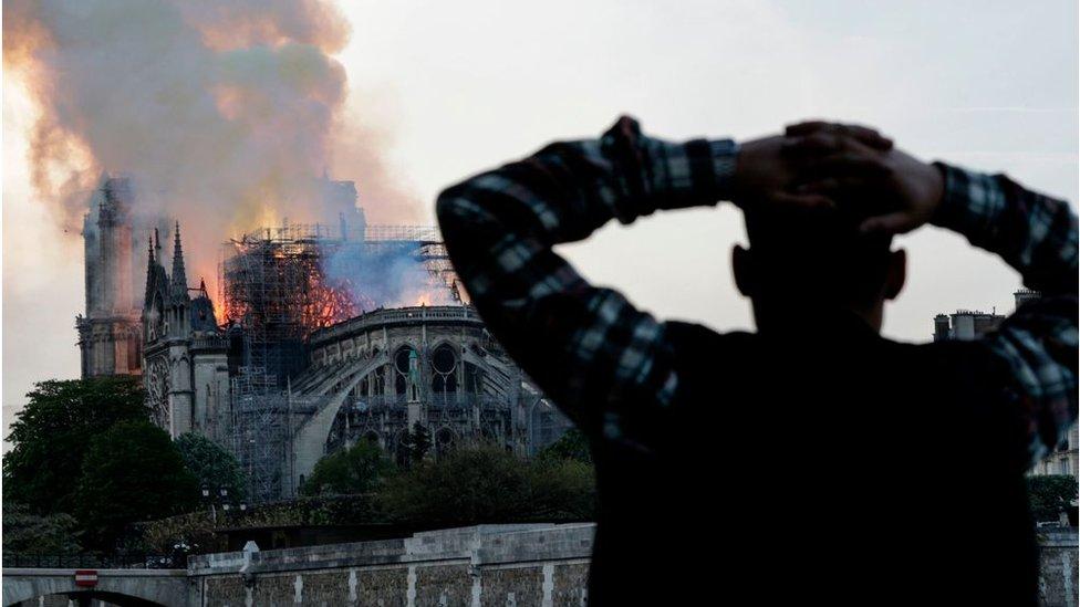 El incendio de la catedral de Notre Dame provocó el colapso del techo y la aguja central del edificio medieval.
