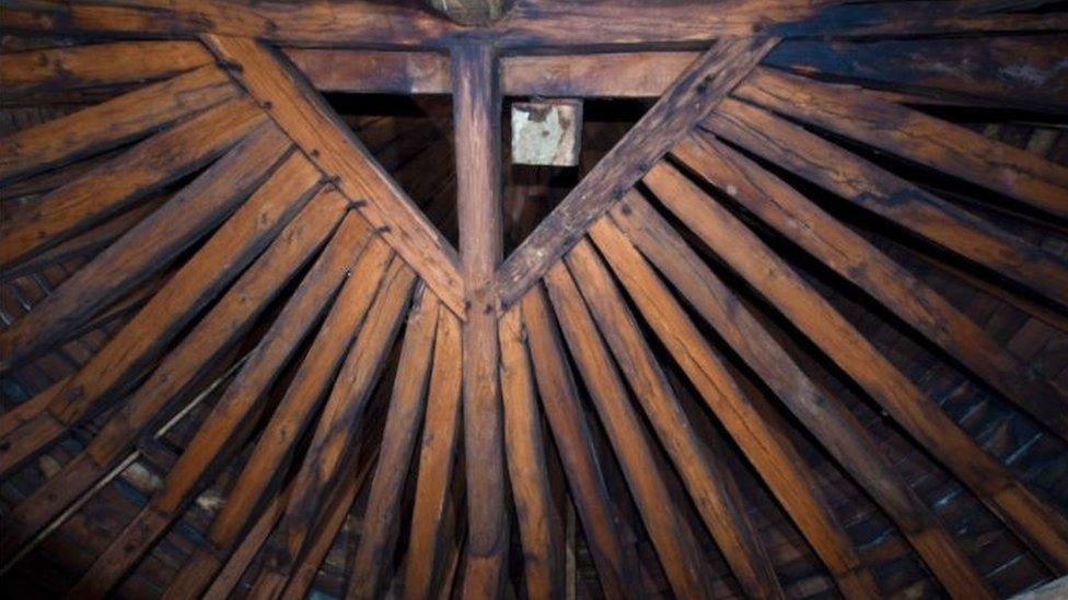 El bosque era una estructura construida con unas 1.300 vigas de roble.