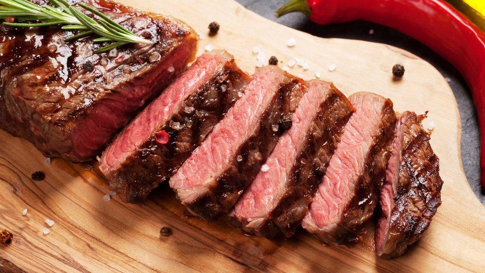 Por cada 10.000 personas (que participaron en el estudio) que consumieron 21 gramos por día de carne roja y procesada, 40 fueron diagnosticados con cáncer de colon.