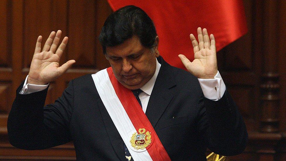 Muere Alan García: seis momentos que marcaron la vida política del expresidente peruano que se suicidó cuando iba a ser detenido