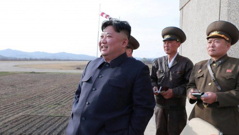 Kim Jong-un asistió el martes a una exhibición aérea del Ejército Popular Coreano. REUTERS