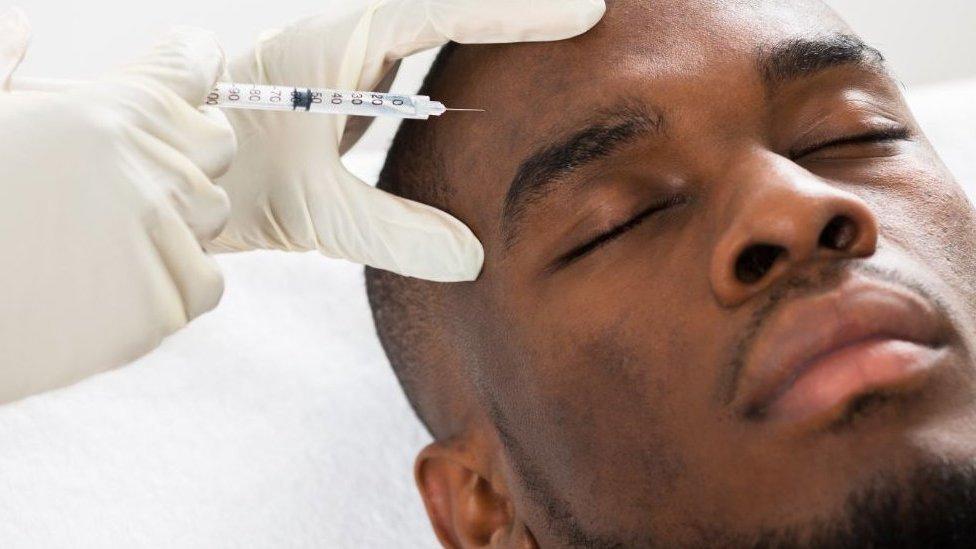 Por qué los hombres afrontan más riesgos que las mujeres cuando se someten a cirugías cosméticas