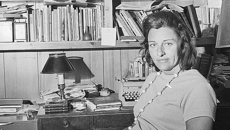 """En 1967, Anne Sexton ganó el premio Pulitzer de poesía por su libro """"Vive o Muere"""". GETTY IMAGES"""
