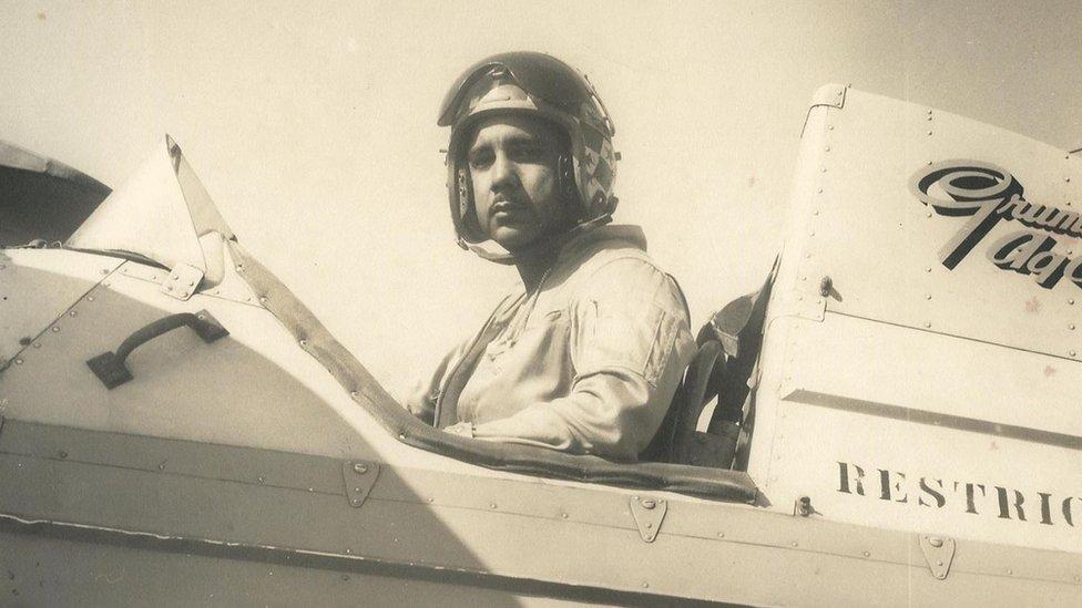 Bascaro fue piloto de guerra para el gobierno de Fulgencio Batista en Cuba.