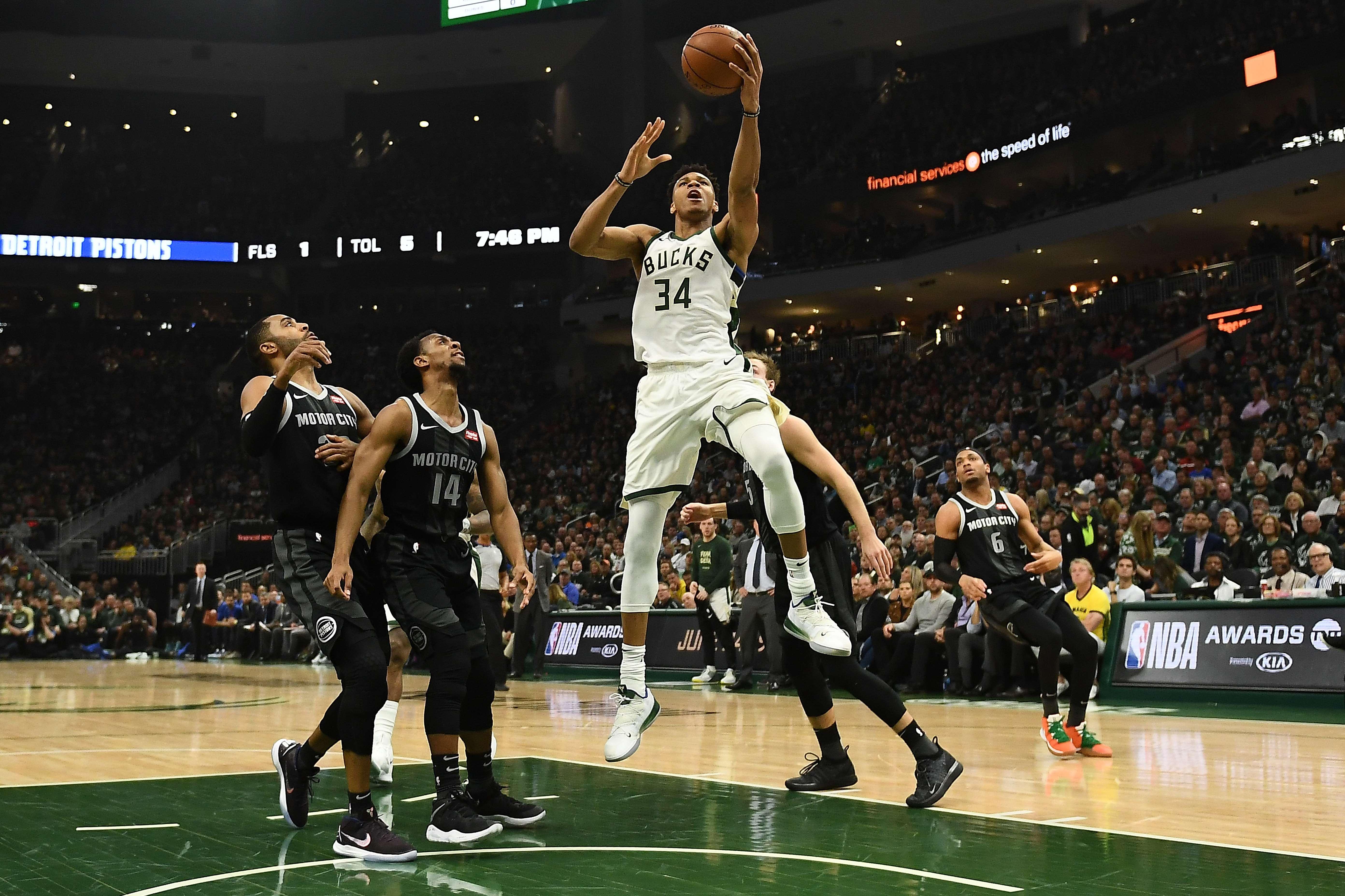 Giannis Antetokounmpo ha sido clave en la clasificación de los Bucks en los playoffs de la NBA. (Foto Prensa Libre: AFP)