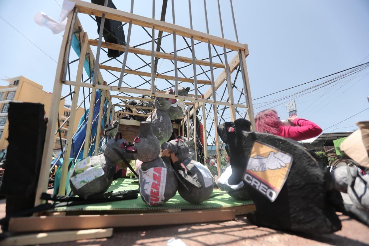 Este año parte de la crítica es también hacia los partidos políticos que realizan campaña electoral. Foto Prensa Libre: Juan Diego González