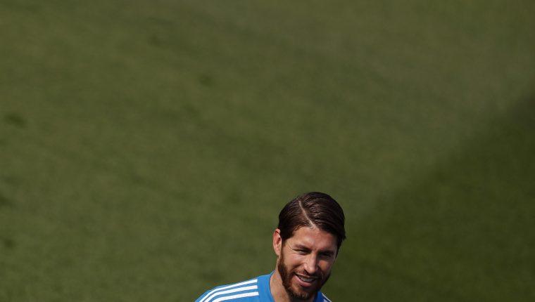 El defensa y capitán del Real Madrid, Sergio Ramos, durante el entrenamiento de su equipo en la Ciudad Deportiva de Valdebebas. (Foto Prensa Libre: EFE)