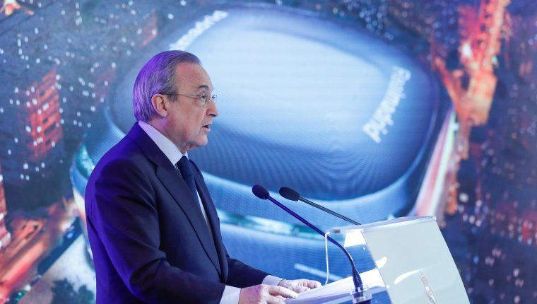 El presidente del Real Madrid, Florentino Pérez, pronuncia su discurso durante la presentación de la reforma del estadio Santiago Bernabéu. (Foto Prensa Libre: EFE)