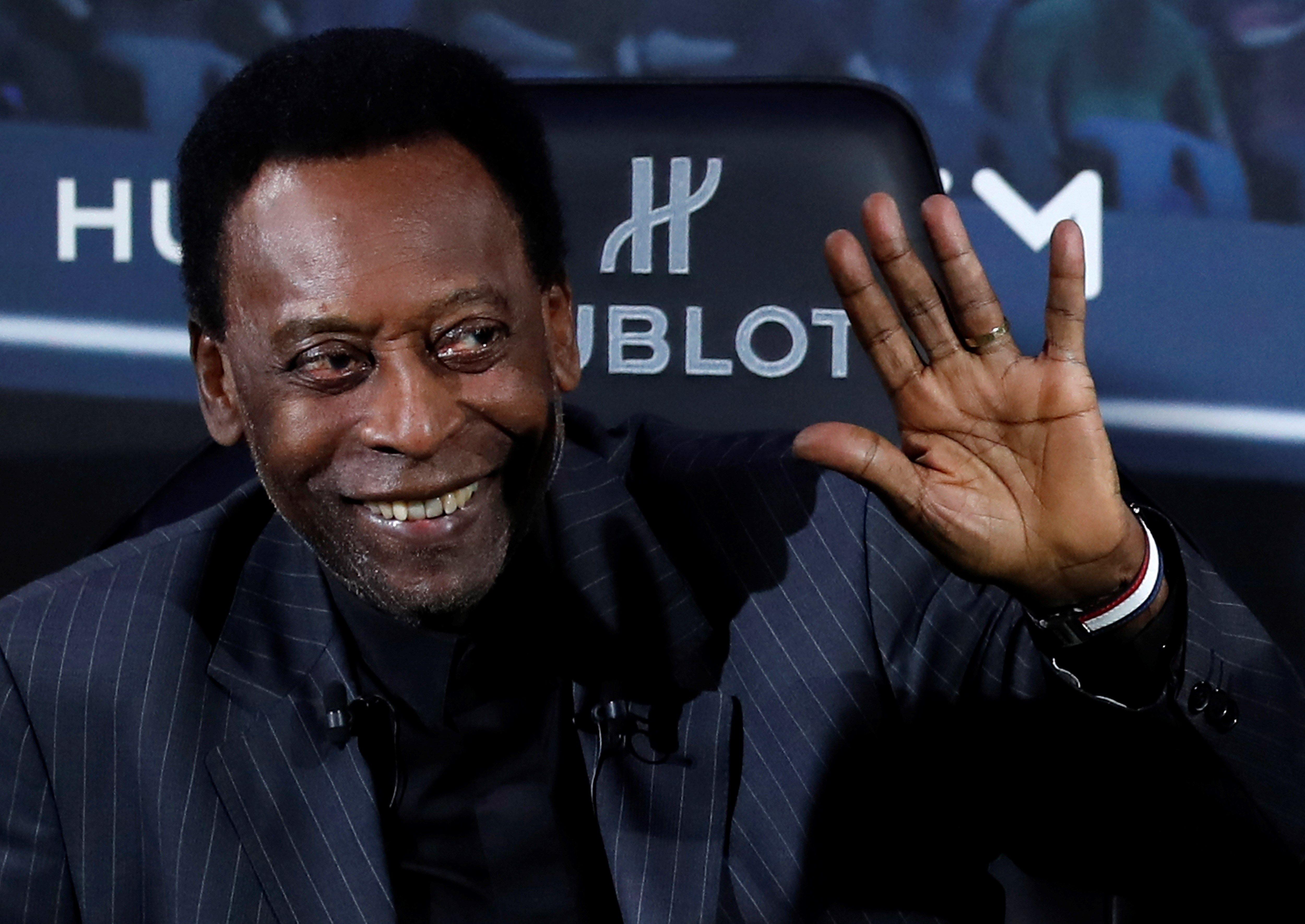 La leyenda del futbol Pelé posa durante un acto de una marca suiza de relojes. (Foto Prensa Libre: EFE)