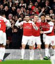 Aaron Ramsey (c) de Arsenal celebra al anotar un gol este jueves en un partido de la Liga Europa entre Arsenal FC y SSC Nápoles en Londres (R.Unido). (Foto Prensa Libre: EFE)
