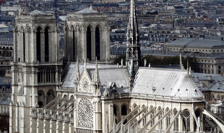 Vista de la catedral de Notre Dame, desde lo alto de la torre de la Universidad Pierre y Marie Curie, en París, Francia. (Foto Prensa Libre: Hemeroteca)