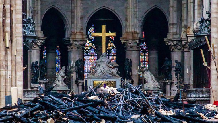 Una vista a la catástrofe de Notre Dame en París, Francia.