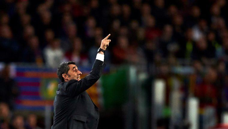 El entrenador del Barcelona Ernesto Valverde, durante el partido de vuelta de cuartos de final de la Liga de Campeones. (Foto Prensa Libre: EFE)