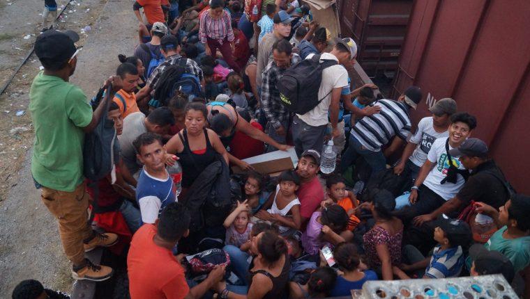 La cifra de indocumentados en Estados Unidos no disminuye, por lo que el gobierno continúa con drásticas medidas para contenerlos. (Foto Prensa Libre: Hemeroteca PL)