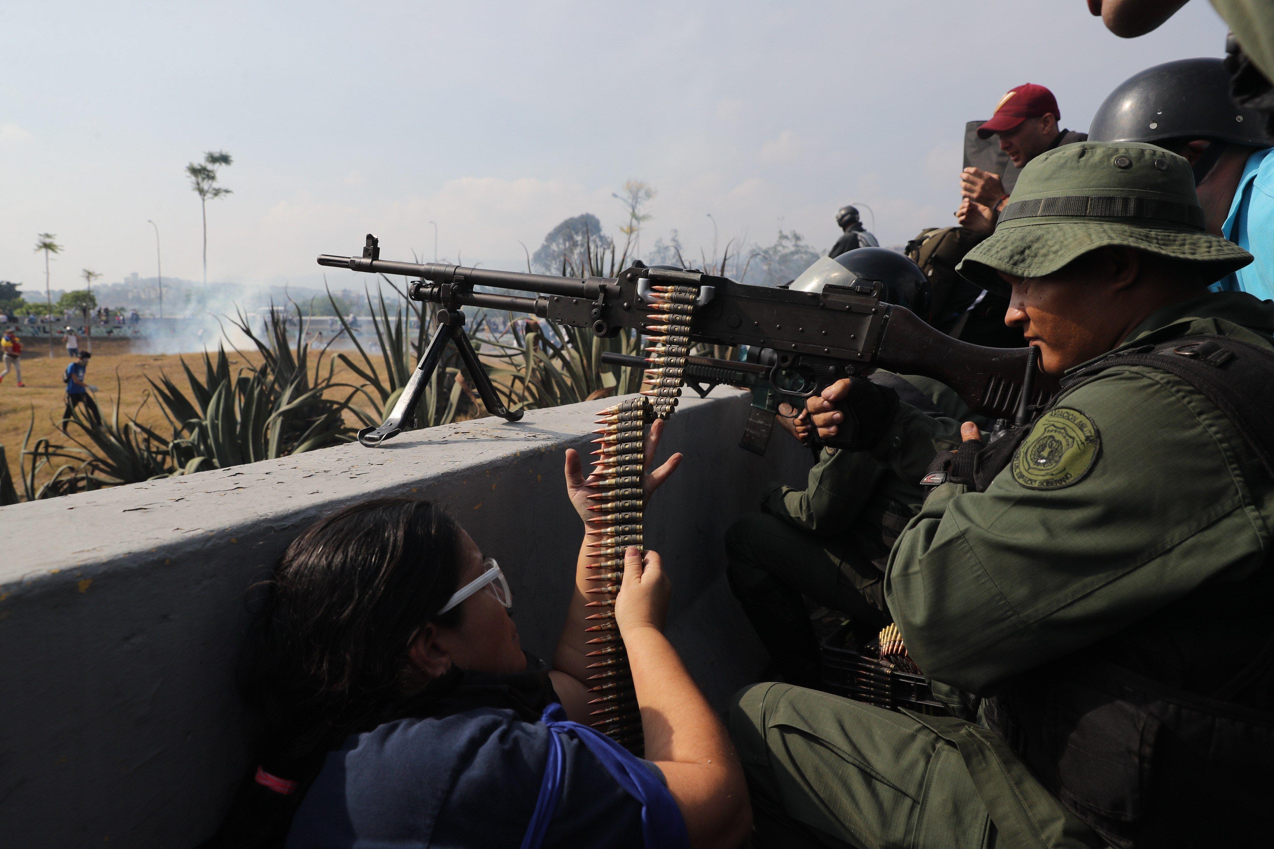 Imágenes de agencias internacionales han mostrado los enfrentamientos en Venezuela. Foto Prensa Libre: EFE