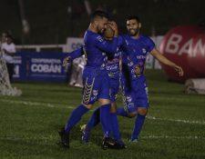 Cobán Imperial es el líder de los príncipes azules. Janderson Pereira fue el artífice del gol ganador. (Foto Prensa Libre: Eduardo Sam)