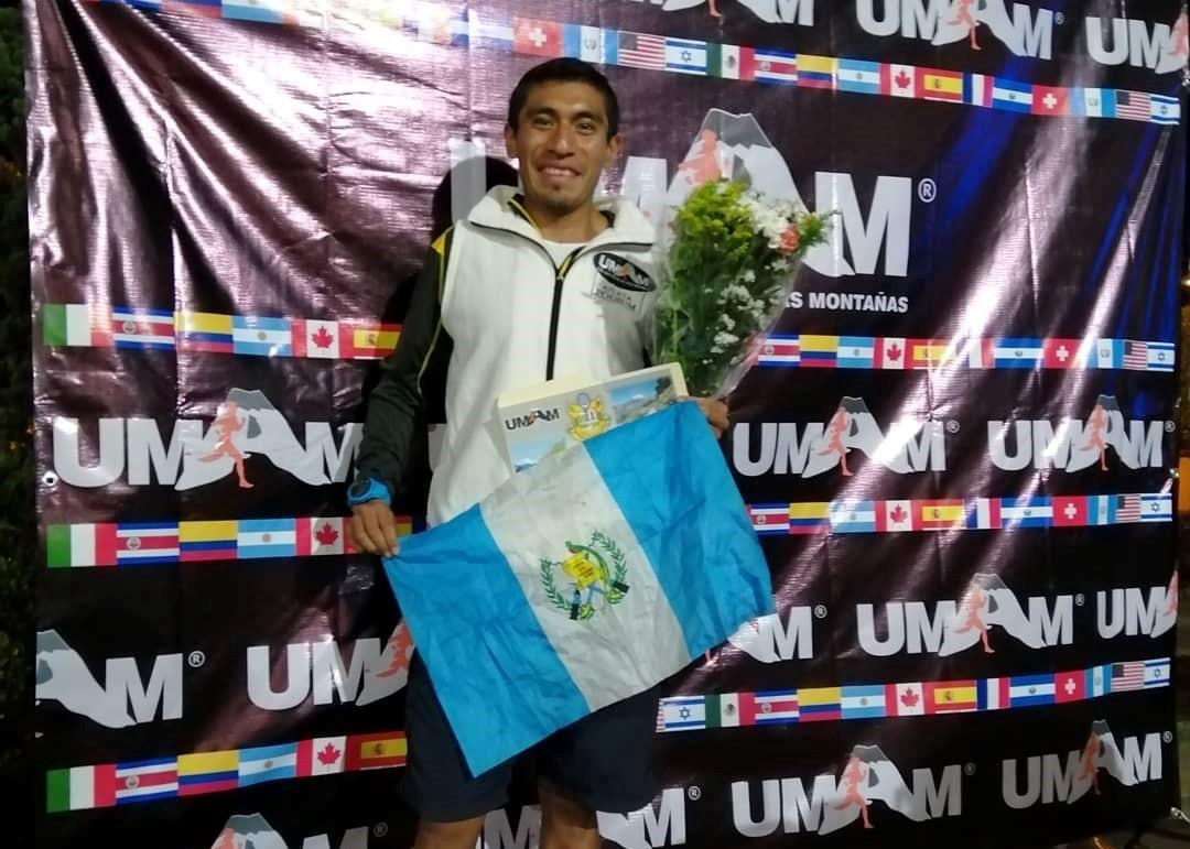 Erick Ajtun fue el segundo mejor en la categoría absoluta con casi 14 horas de competencia en las montañas de México. (Foto Prensa Libre: Cortesía)