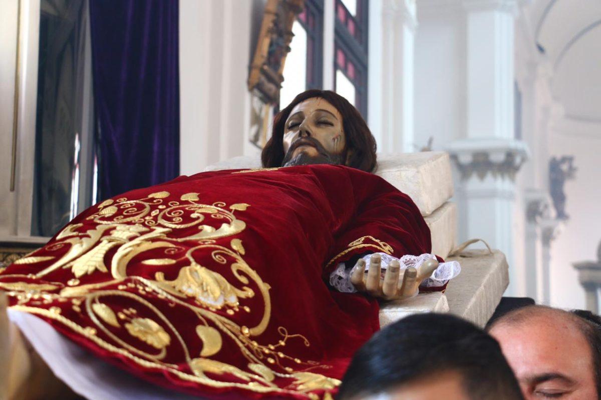 Fotogalería: unción del Santo Cristo Yacente del Calvario