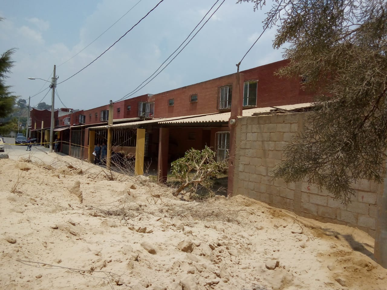El deslizamiento bloqueó una calle y varias viviendas. (Foto: Conred)