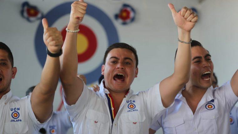 Mario Estrada Ruano hijo del candidato presidencial Mario Estrada aseguró que su papá va a regresar pronto al país. (Foto Prensa Libre: Érick Ávila)