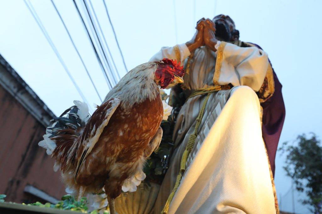 Abre el cortejo de Jesús de la Merced en Ciudad de Guatemala la negación de Pedro. Foto Prensa Libre: Óscar Rivas