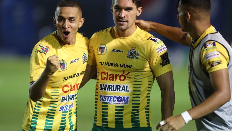 Christopher Ramírez anotó el gol de la victoria para Deportivo Guastatoya. (Foto Prensa Libre: Edwin Fajardo)