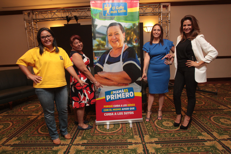 Andrea Mancilla, Verónica Pineda, Natalia Cáceres y Nancy Recinos fueron de las madres que estuvieron en el lanzamiento de la campaña #MamáEsPrimero