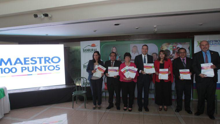 Representantes de Empresarios por la Educación, Ministerio de Educación y Banrural anunciaron la convocatoria de Maestros 100 puntos.