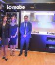 Ejecutivos de La Curacao y Mabe presentaron la nueva linea io de Mabe.