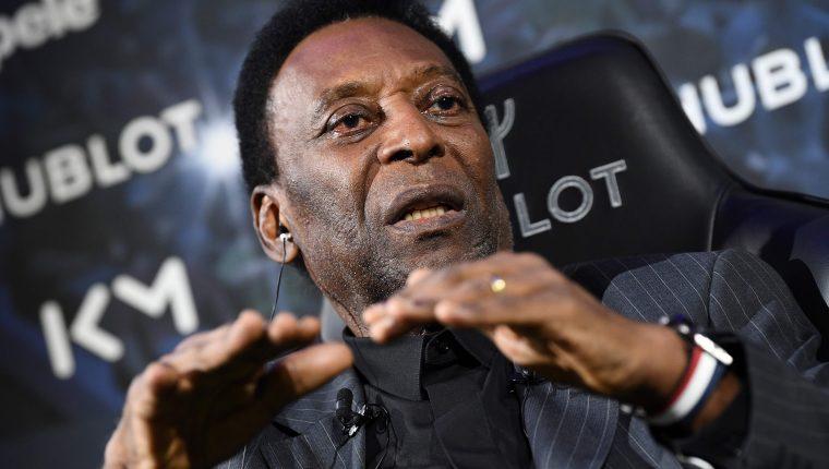 Pelé, el exfutbolista brasileño, está en París. (Foto Prensa Libre: AFP)