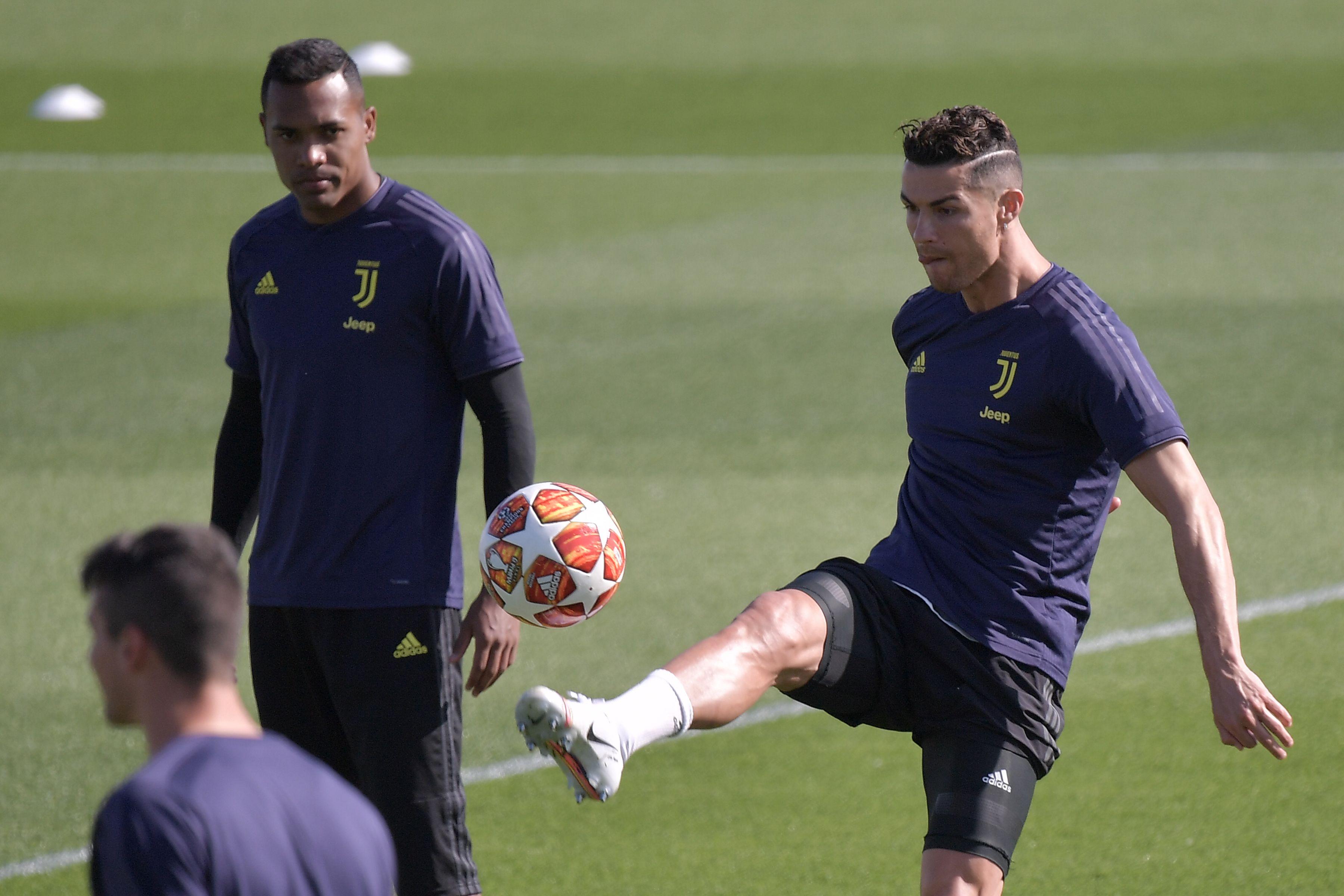 Cristiano Ronaldo durante el entrenamiento de la Juventus para la Champions League. (Foto Prensa Libre: AFP)