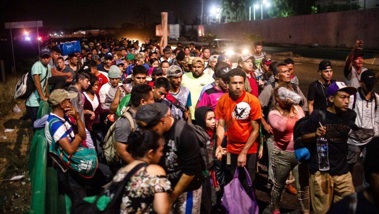 Miles de migrantes hondureños retomaron su viaje desde Tapachula a EE. UU. (Foto Prensa Libre: AFP)