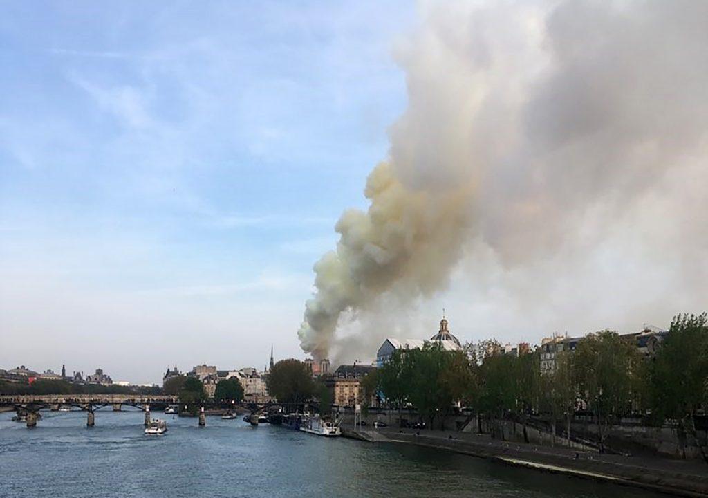 La iglesia de Notre Dame es el monumento más visitado de Europa, con un total de 13 millones de turistas cada año. Foto Prensa Libre: AFP