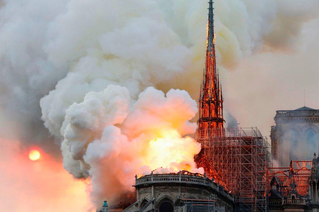 Imágenes del incendio en la Catedral de Notre Dame en París han dado la vuelta al mundo. Foto Prensa Libre: AFP