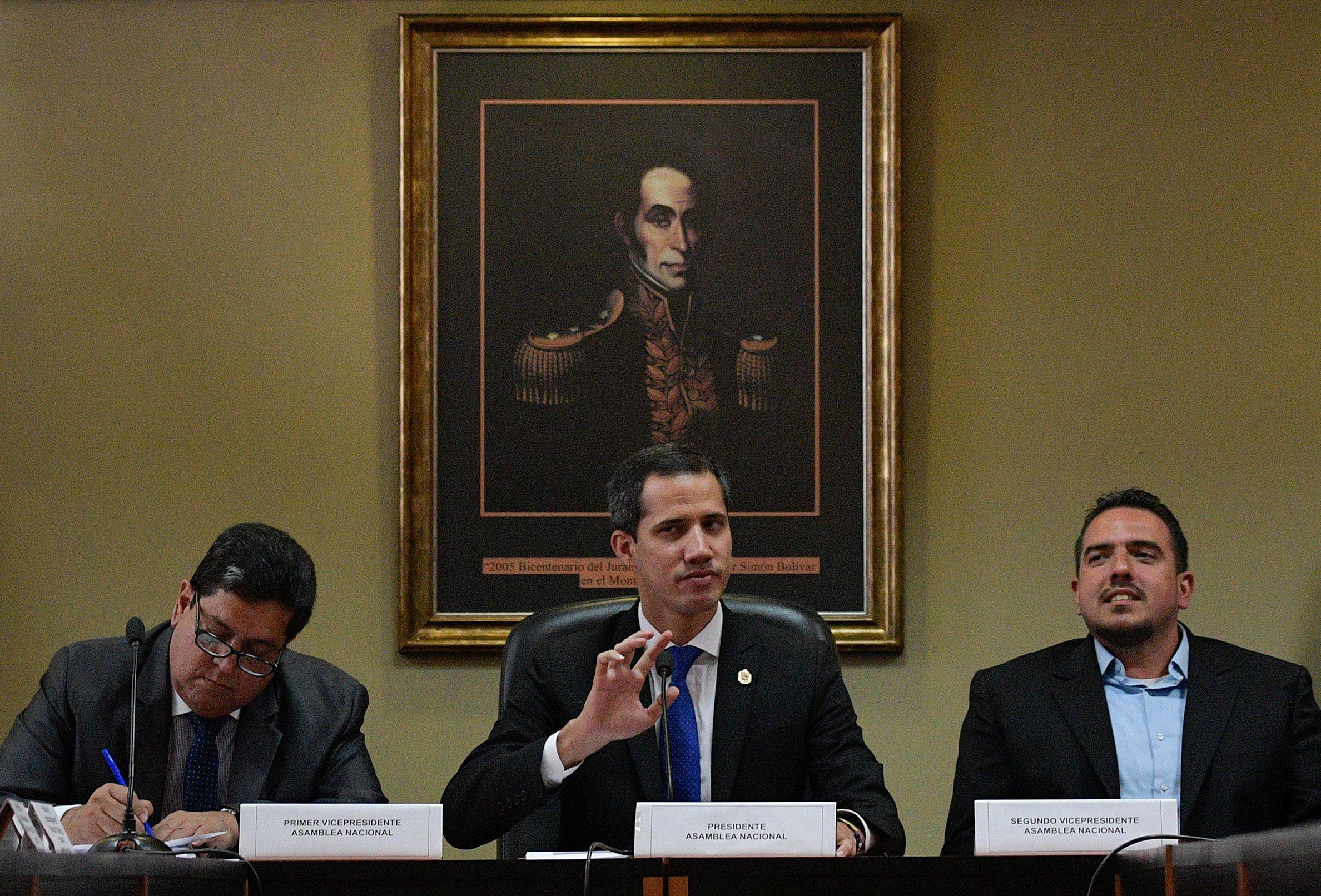 Juan Guaidó, autoproclamado presidente de Venezuela, se pronunció por la detención. (Foto Prensa Libre: AFP)