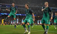 Tottenham Hotspur's Spanish striker Fernando Llorente (C) celebrates scoring his team's third goal during the UEFA Champions League quarter final second leg football match between Manchester City and Tottenham Hotspur at the Etihad Stadium in Manchester, north west England on April 17, 2019. (Photo by Anthony Devlin / AFP)