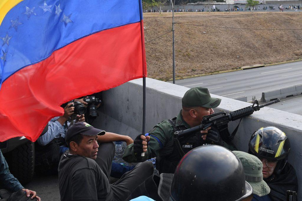 Varios soldados respondieron al llamado de Juan Guaidó en Venezuela. Foto Prensa Libre: AFP