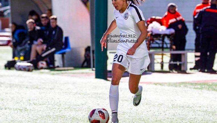 Ana Lucía Martínez completó los cien partidos en la Primera División del futbol femenino español. (Foto Prensa Libre: Cortesía @juanfra1312).