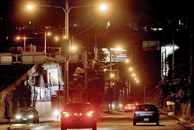 Discrecionalidad y falta de regulación cuestionan en la forma de cobro del alumbrado público. (Foto, Prensa Libre: Hemeroteca PL).