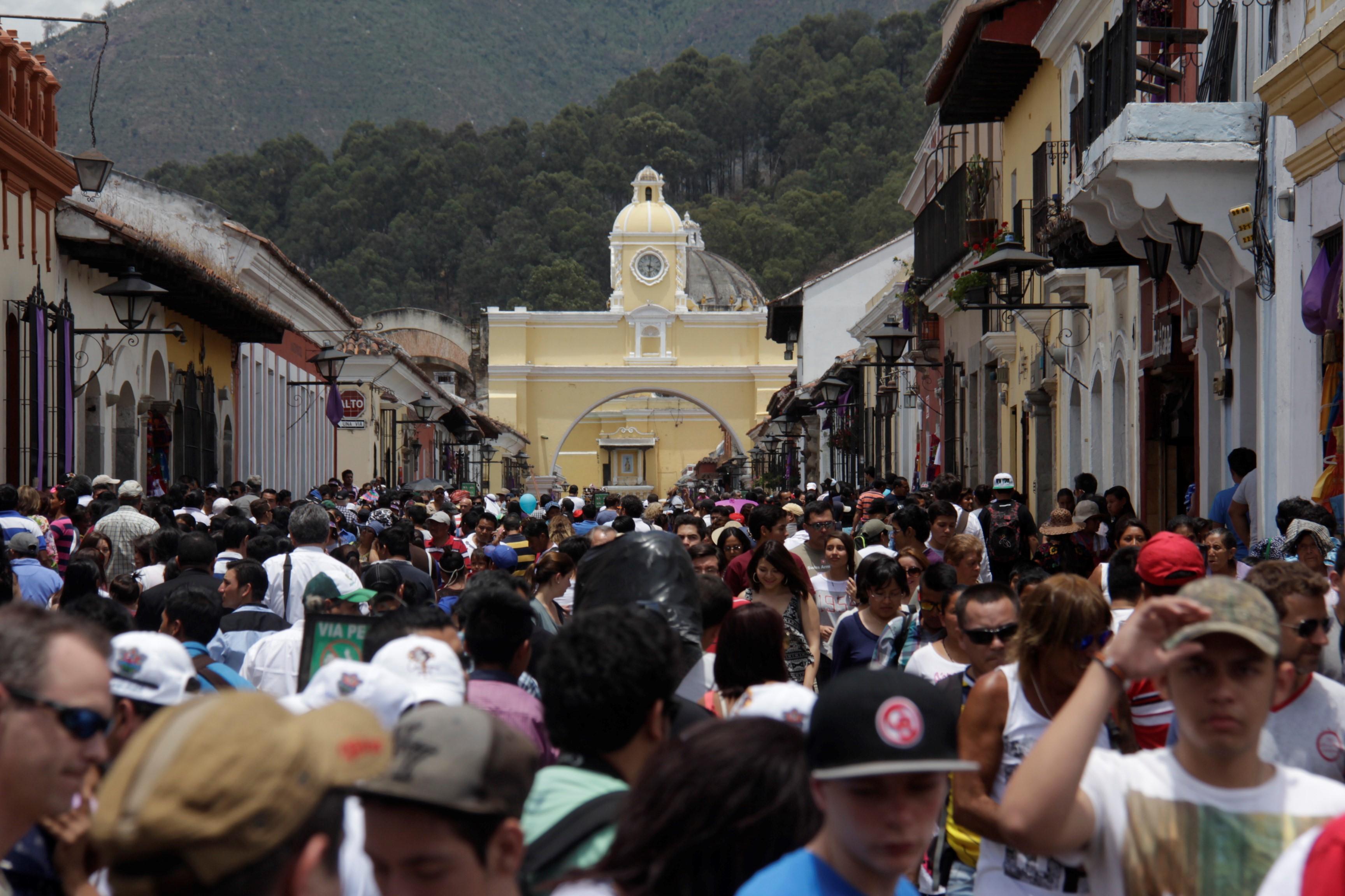 La ciudad Colonial  de Antigua Guatemala es durante Semana Santa, el destino turístico más visitado. (Foto, Prensa Libre: Inguat).