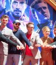 Parte del elenco de la cinta Avengers: Endgame, la cual se convirtió este domingo en el estreno más exitoso de la historia. (Foto Prensa Libre: AFP).