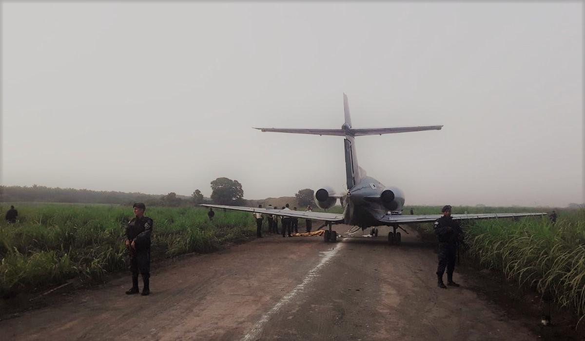 """Dos avionetas fueron encontradas """"en abandono"""" en Escuintla y Retalhuleu por el Ejército de Guatemala. (Foto Prensa Libre: Cortesía)"""